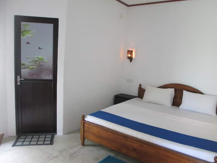 BAY REACH HOME STAY- UPSTAIR DOUBLE ROOM A/C
