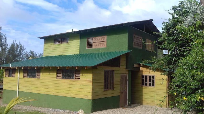 To Di' World, 3 Bedroom Villa  on  private beach! - Robin's Bay - Villa