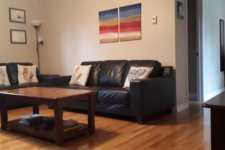 T'Railway Suite! Cozy 2 BdRm Apt in Town Center.