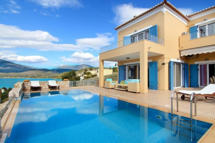 Villa Nisa: 5 Bedrooms, Private Pool & Sea View - Kilada - 別荘