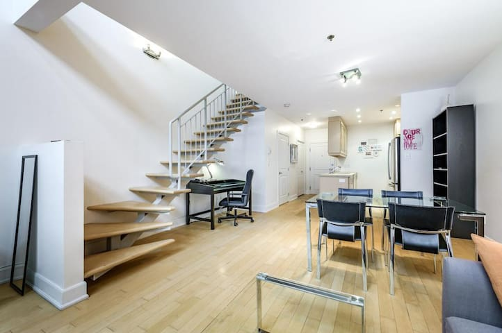 Two Floor Loft In The Plateau