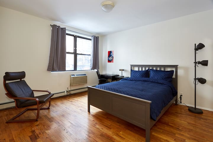 ★Spacious bedroom in Midtown | Centrally Located★