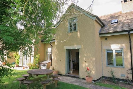 Heron Cottage, Cotswold Lakes - overlooking water! - Somerford Keynes - Hus