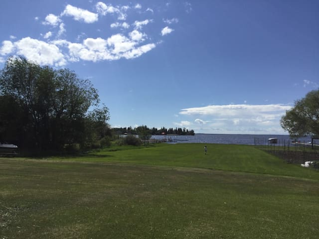 Lakewater Estate (lakefront/private beach)