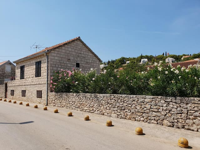 Two bedroom apartment with terrace Sutivan (Brač) (A-17825-a)