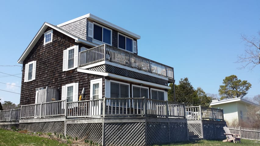 Sagamore Beach Cottage- Footsteps from the Beach!! - Bourne - Huis