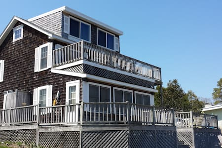 Sagamore Beach Cottage- Footsteps from the Beach!! - Bourne