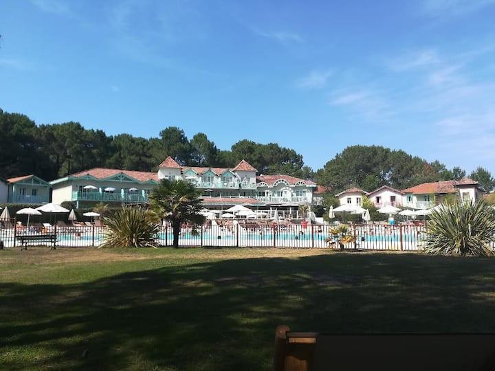 Appartement bord de golf entre lac et océan
