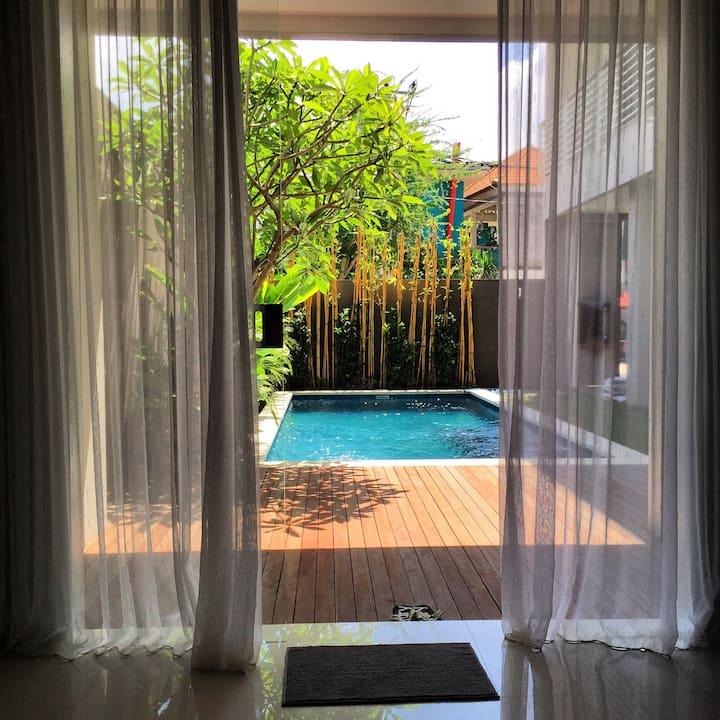 巴厘岛的蓝色公寓 @Kerobokan Bali