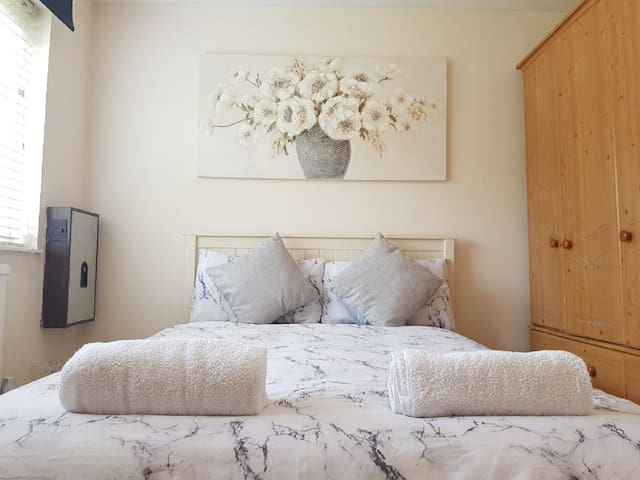 Double Room next to Bermondsey Station-1
