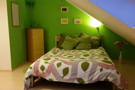 Verkehrsgünstiges Zimmer im Grünen - Henstedt-Ulzburg - Casa