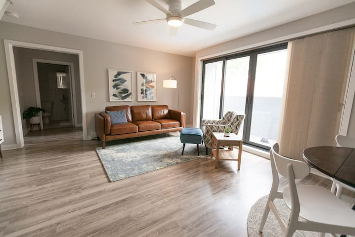 Modern/ Fresh/ Coastal Condo in Downtown Saugatuck