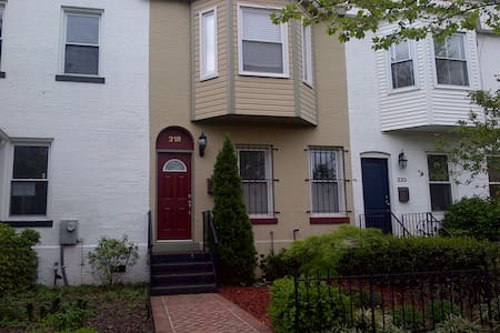 DC Rowhome with parking in Shaw - Washington - House