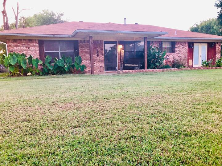 Cozy Peaceful Home-1.3 miles from Choctaw Casino