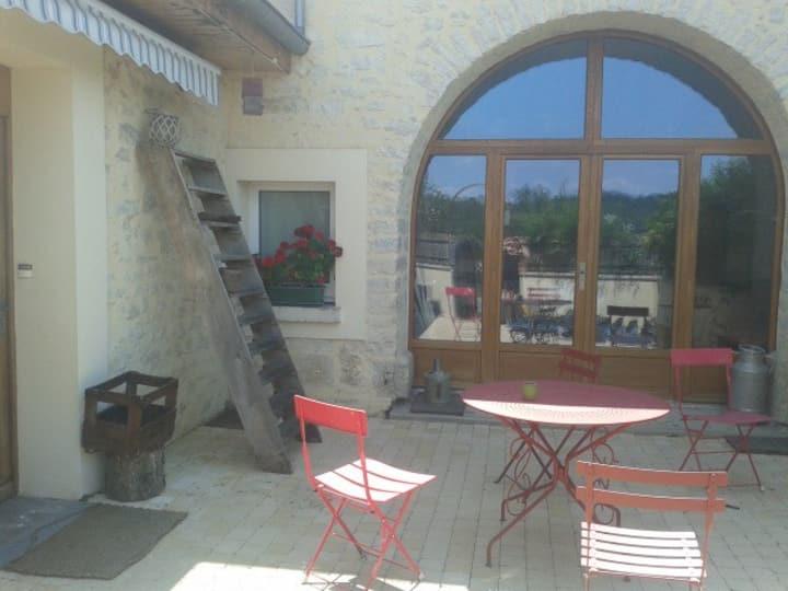 Maison au bord du doubs à Avanne (10km Besançon)