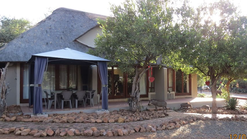 Chill-'n-Biki lodge in Mabalingwe game reserve