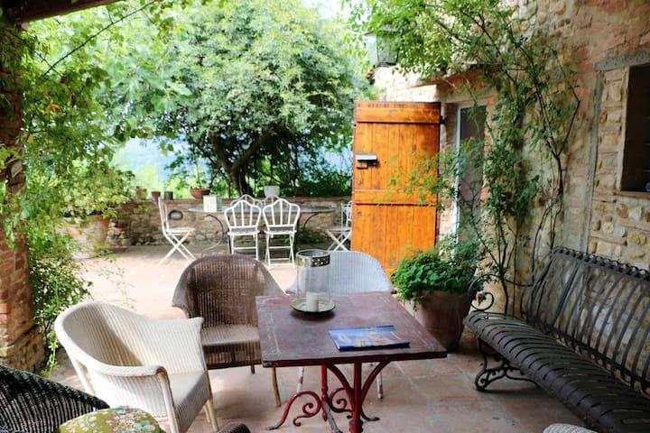 Tuscan Bed & Breakfast Farmhouse - The Martina Rm.