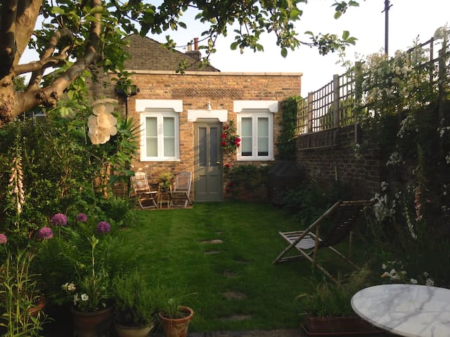 Converted Coach House near Peckham - London - Cottage