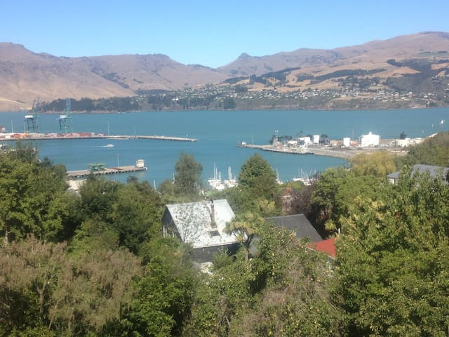 New architectural home. Harbour Views. - Lyttelton, Christchurch - Talo