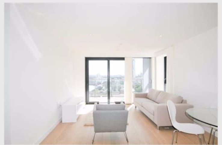 E14 Canary Wharf riverside two bedrooms