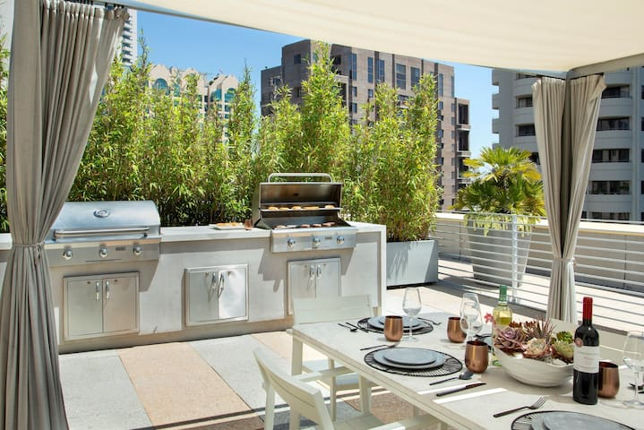 Brand New Private Suite With Stunning Views. 5 Star Amenities! Near UCLA. Westwood - 411b