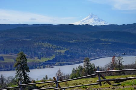 Downtown Bike & Ski Cave with Stellar Views - Hood River - Byt