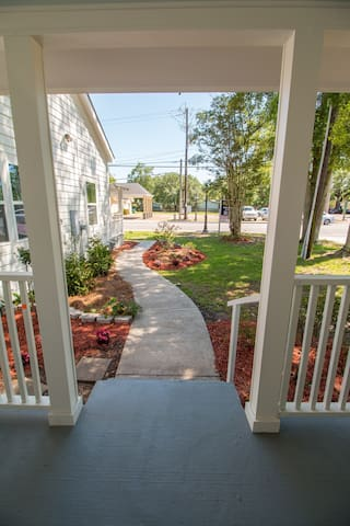Lighthouse Cottage-best location in Ocean Springs!