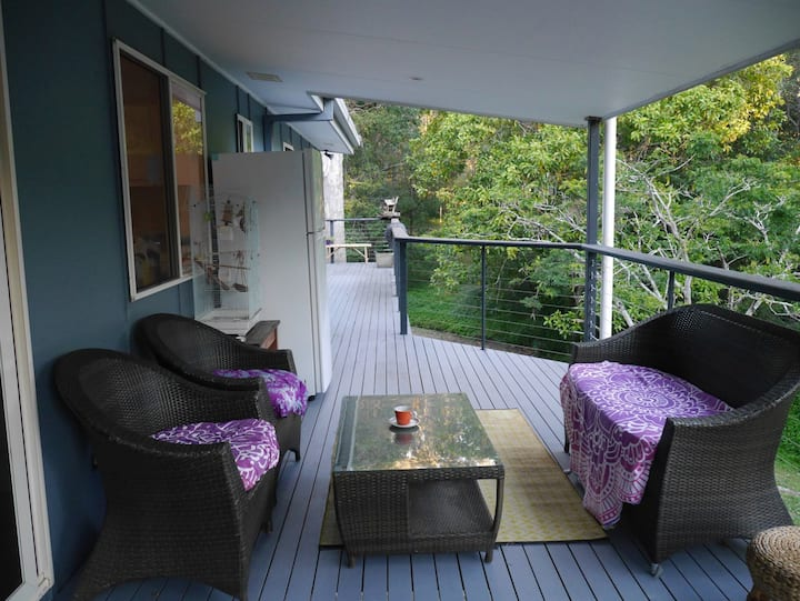 Wake up to the birds in lovely Tallebudgera