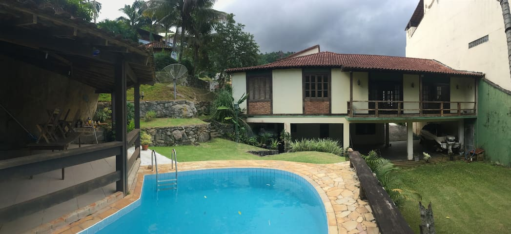 Casa em condomínio fechado, Garatucaia Costa Verde