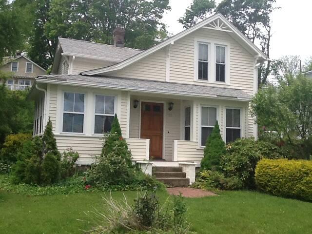 Historic Mystic Family Retreat - Groton - Huis