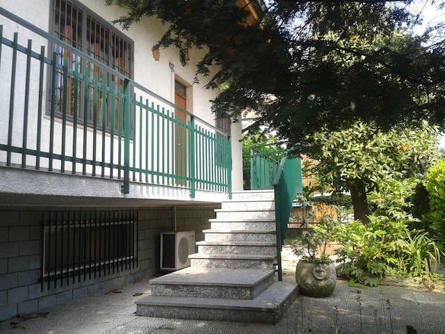 camera doppia in villetta - Trezzano sul Naviglio - Villa