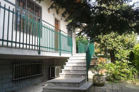 camera doppia in villetta - Trezzano sul Naviglio - Vila
