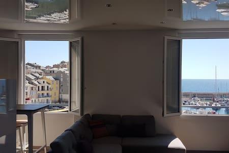 Vue exceptionnelle sur le Vieux-Port de Bastia