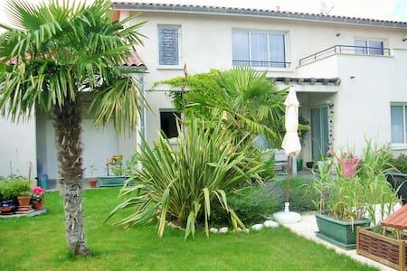loue 1  Chambre dans villa 220 m2 av piscine - Toulouse