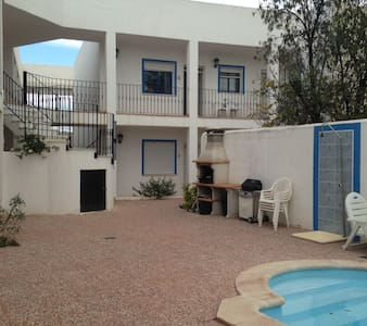 2 Bed apart, sleeps 4, WIFI, pool, private parking - Apartment