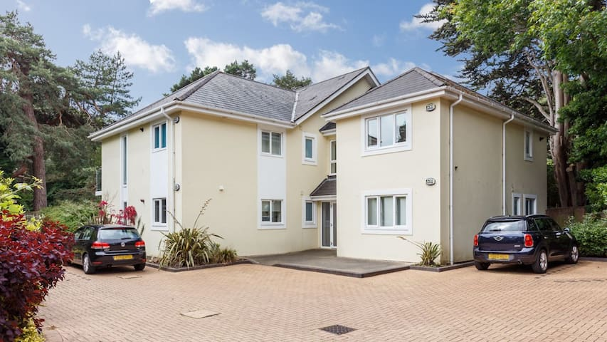 1 Pines View, Modern Garden flat Sandbanks area