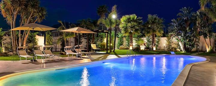 Villa di Lusso Privata con Bar e Piscina Salata