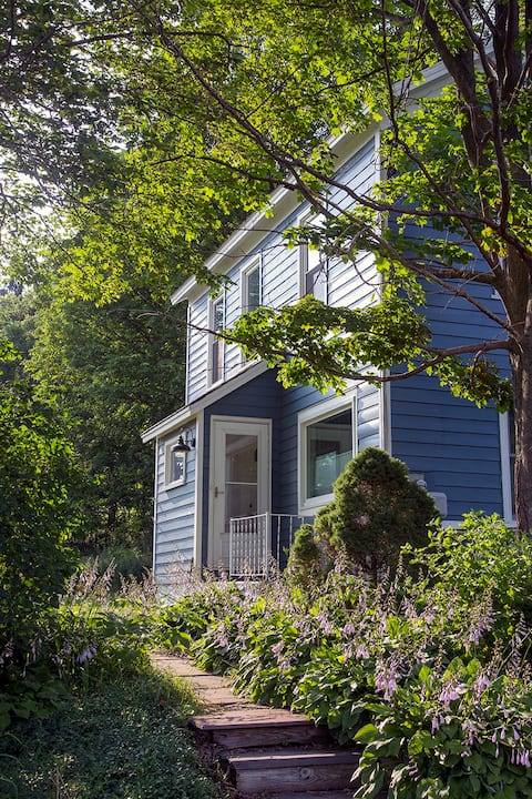 Farmhouse on Ten, light and airy, family friendly!