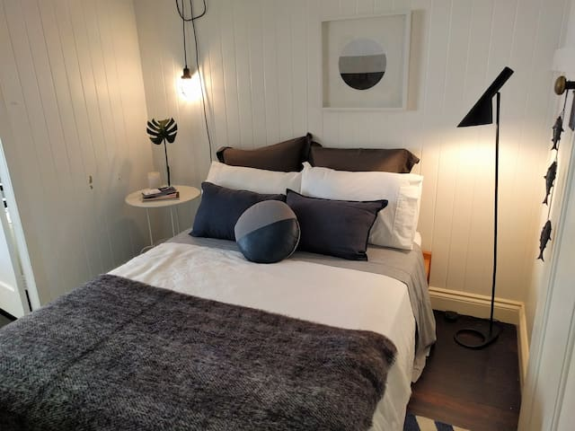 Double Room with Private Bathroom - Bardon