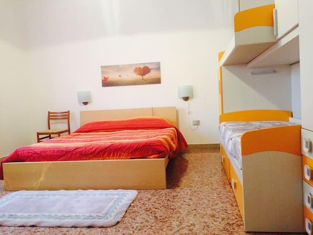 Private Bedroom x 2 and garden! Train ->Milano/MXP