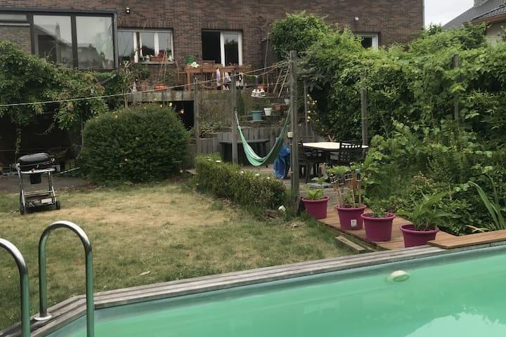 Etage entier: séjour calme en ville (sans piscine)