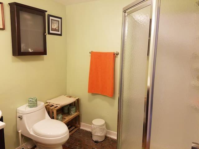 New, clean bathroom.