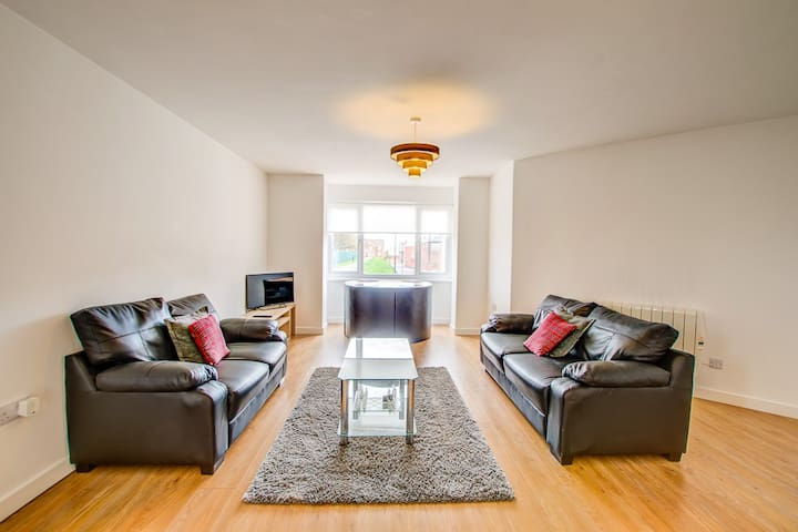 NEW! 2 Double Bedroom Apartment SR6 Fulwell