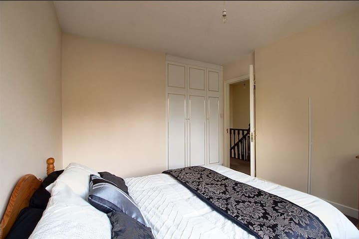 King size bedroom in Kimmage