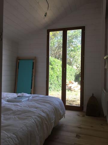Garden beach house - double bedroom