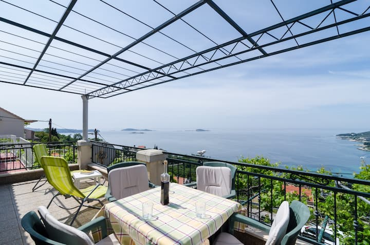 Holiday Home Bender- Three Bedroom Holiday Home with Terrace and Sea View