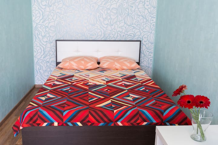 Уютная квартира в районе ЖД-вокзала - Ekaterimburgo - Apartamento