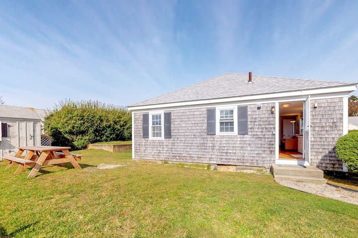 Bright cottage 300 feet from beach w/ gas grill & outdoor shower - dogs OK!