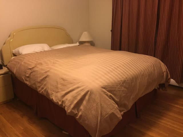 Downtown Private Bedroom - East Hartford - Huis