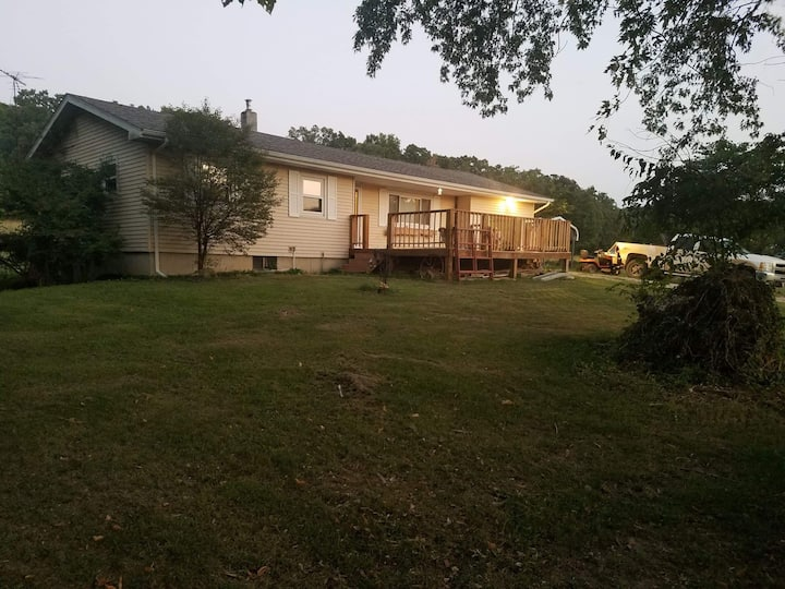 Nice home located 15 mins from Springfield